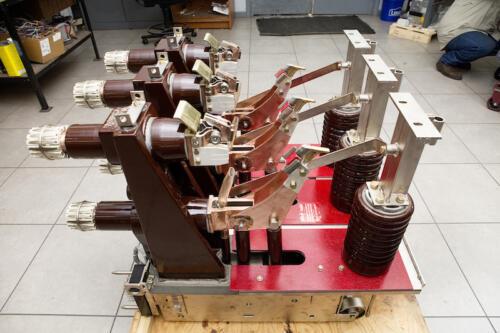 medium-voltage-circuit-breaker